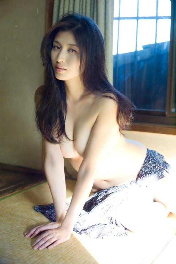 橋本マナミのグラビア画像14