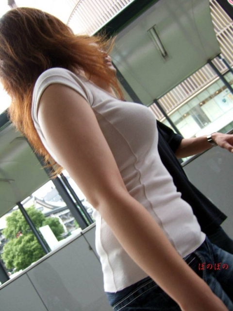 巨乳は服着ててもエロいエロ画像13