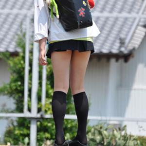 (街撮り10代小娘えろ写真)小小娘の美しい生脚をガン見せずにはいられないwwwwww