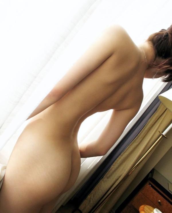 後姿などセクシーなエロ画像16
