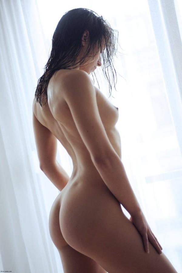 ヌードの綺麗なお姉さんエロ画像10
