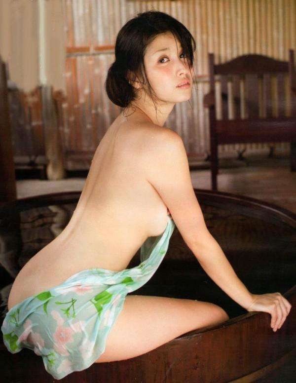 橋本マナミのグラビア画像03