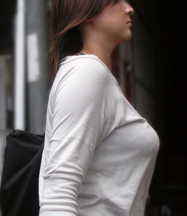 巨乳は服着ててもエロいエロ画像03
