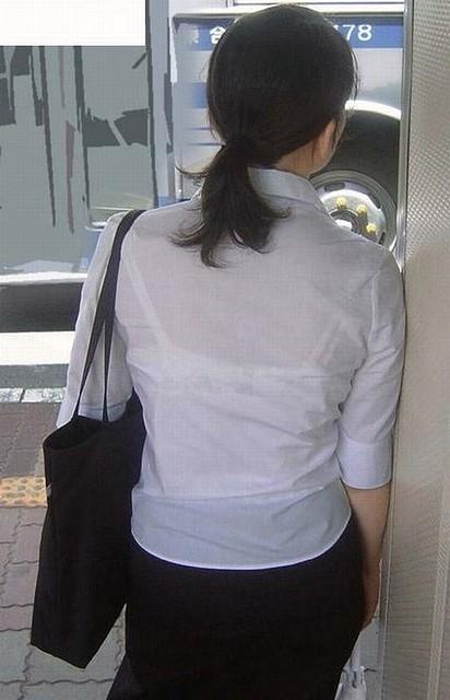ブラジャーが透けまくってるエロ画像08