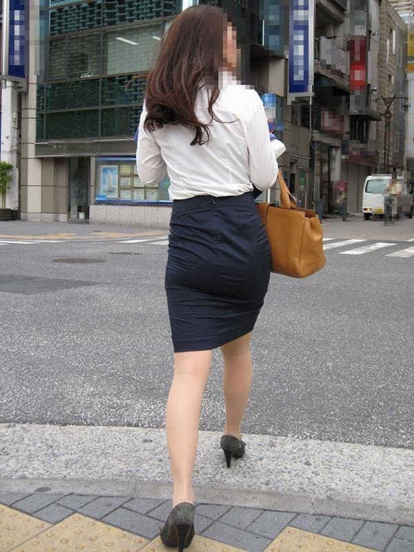 街中で働く美人OLエロ画像18