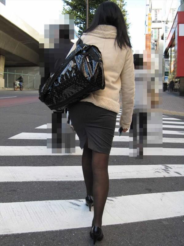 街中で働く美人OLエロ画像02