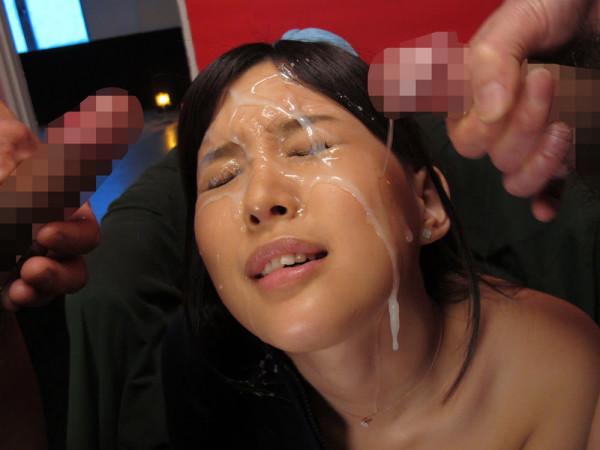 顔射された女が悲惨すぎるエロ画像17