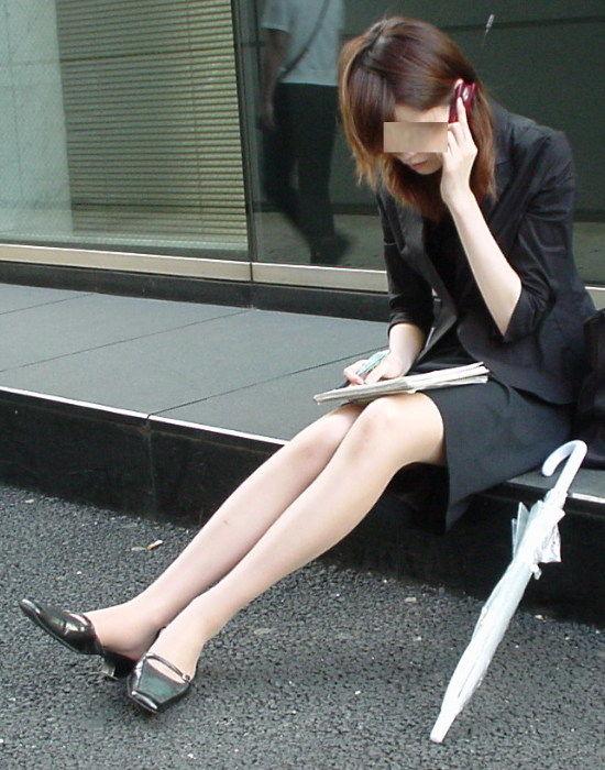 街中で働く美人OLエロ画像15