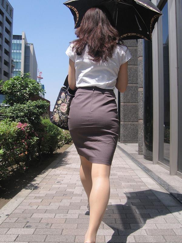 街中で働く美人OLエロ画像17