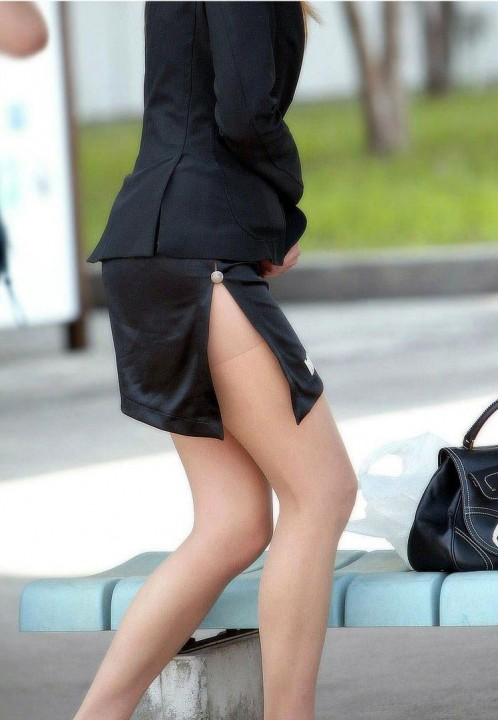 生足や太腿がセクシーでエロ画像01