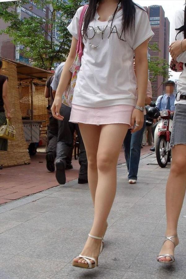 美脚しかも生足のエロ画像20