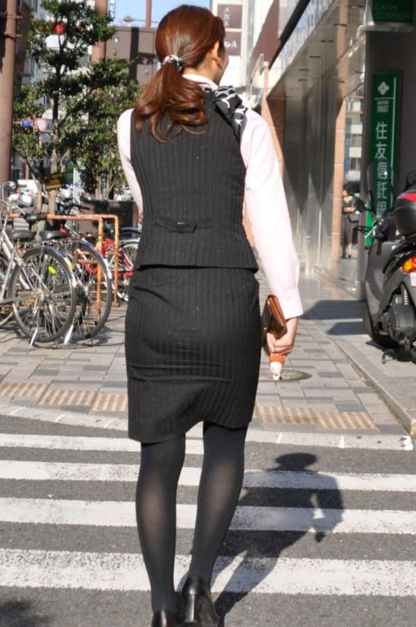 街中で働く美人OLエロ画像10