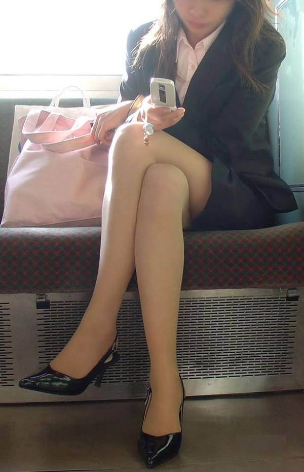 街中で働く美人OLエロ画像01