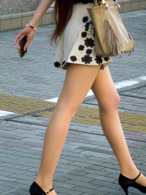 美脚しかも生足のエロ画像12