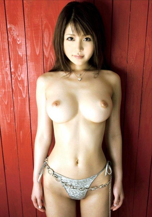 お姉さんの美乳おっぱいエロ画像10