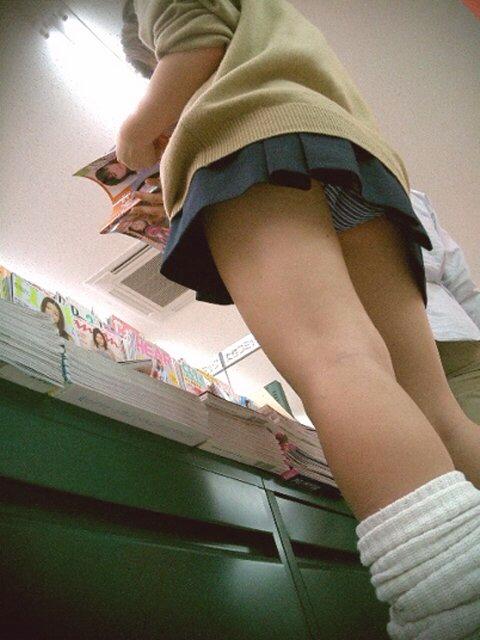 女子校生パンチラエロ画像03