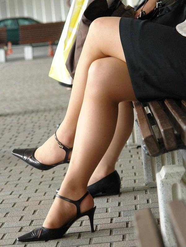 街中で働く美人OLエロ画像14