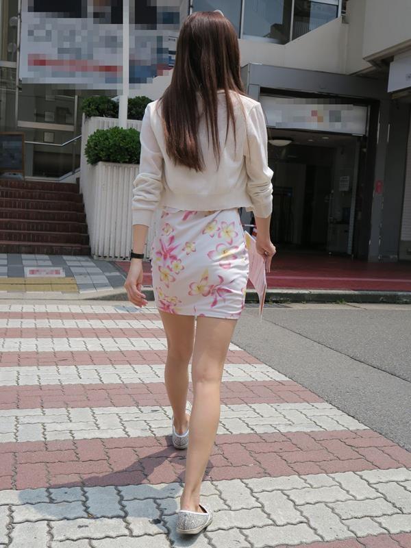 お姉さんの美脚エロ画像09