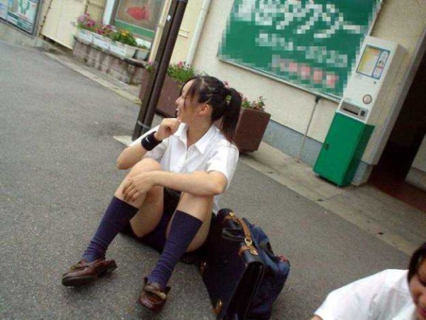 可愛い女の子のパンチラエロ画像09