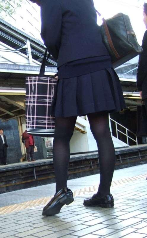 ムチムチした女子校生街撮りエロ画像11