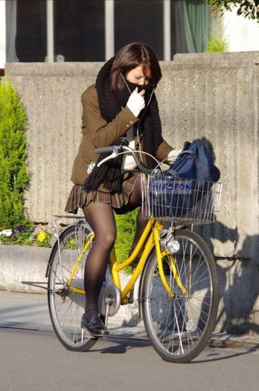 ムチムチした女子校生街撮りエロ画像18