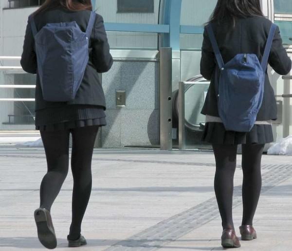 ムチムチした女子校生街撮りエロ画像17