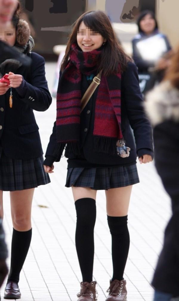 ニーソックスの女子校生のエロ画像17