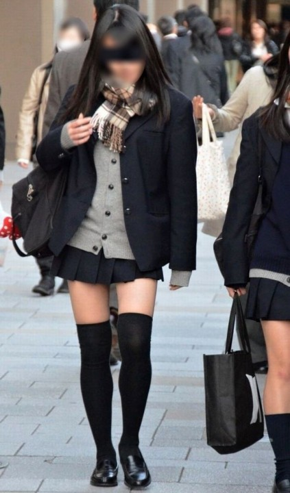 ニーソックスの女子校生のエロ画像01