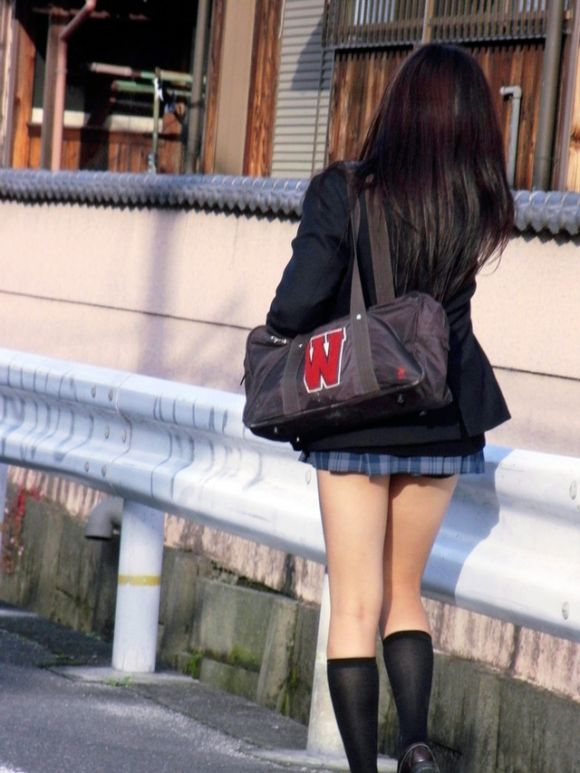 ムチムチした女子校生街撮りエロ画像02