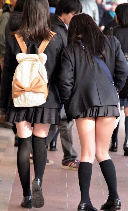 ニーソックスの女子校生のエロ画像02