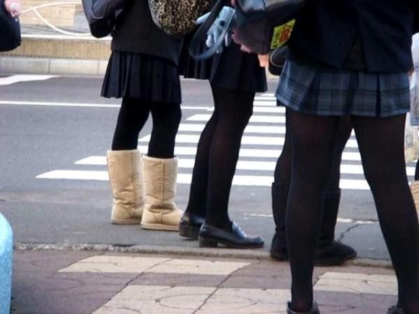 ムチムチした女子校生街撮りエロ画像14