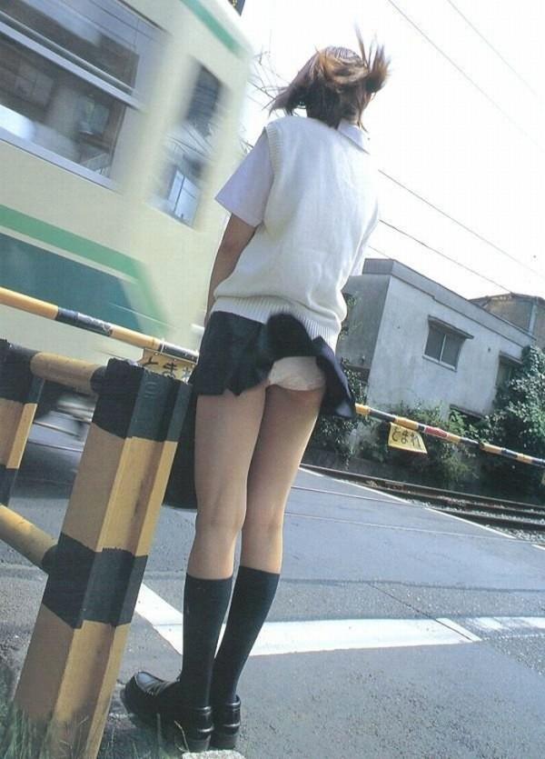 ミニスカ女子校生エロ画像12