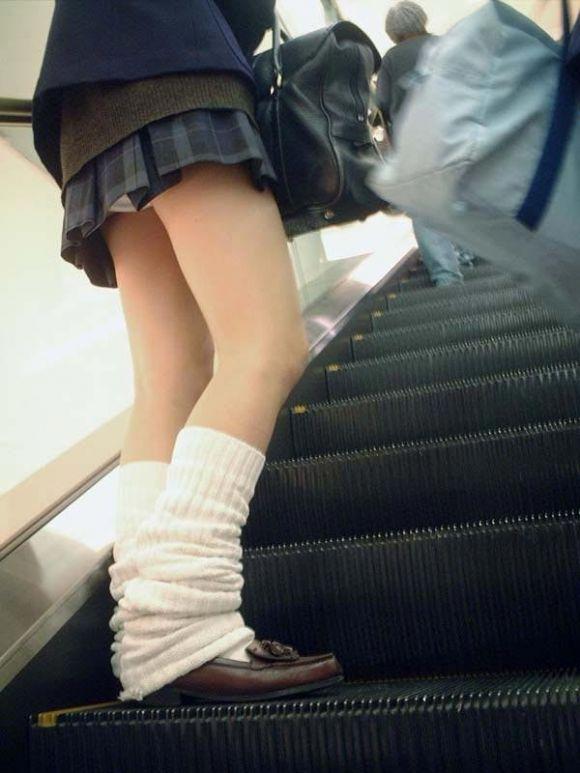 女子校生のパンチラ街撮りエロ画像12