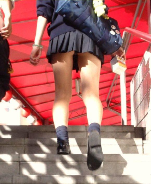 女子校生のパンチラ街撮りエロ画像13