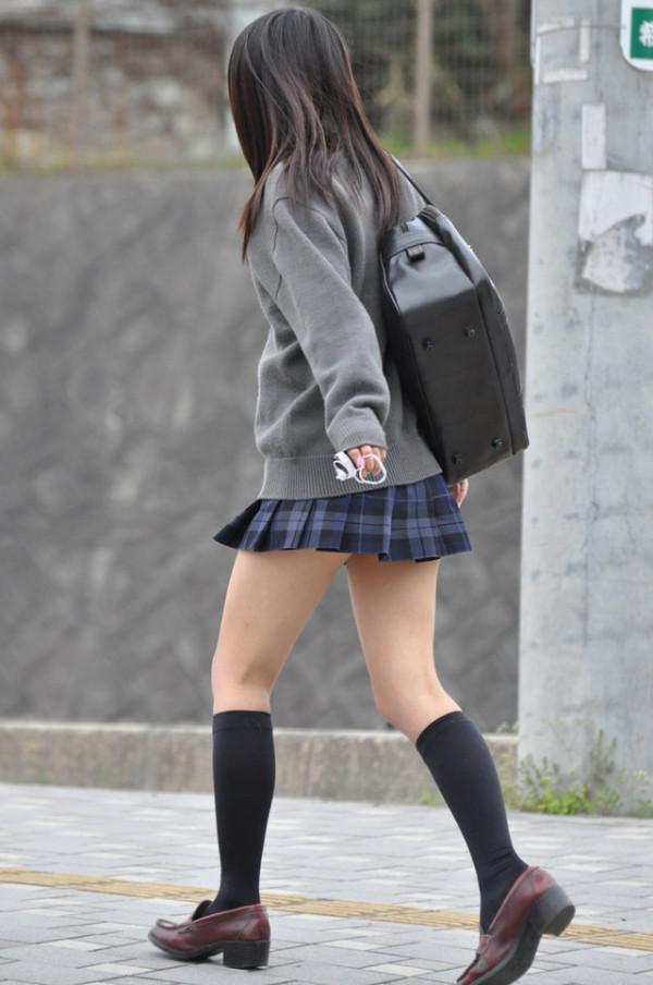 女子校生たちの街撮りエロ画像13