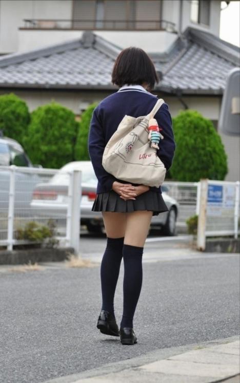 ニーソックスの女子校生のエロ画像13
