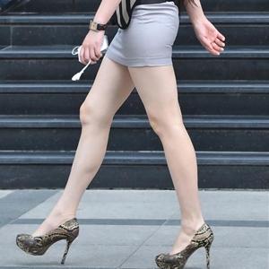 (街撮りえろ写真) 太ももが魅力的で色っぽいな美足の女性たち☆☆☆