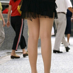 (太ももえろ写真)こんな脚をペロペロしたり撫でたりしたいwwwwww