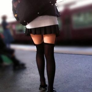 (ニーソえろ写真)じっと見つめているだけでも癒される10代小娘の絶対領域☆☆☆