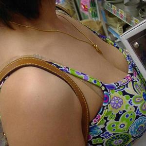(谷間えろ写真) 美巨乳お乳谷間のサービスがくっそえろい☆☆☆
