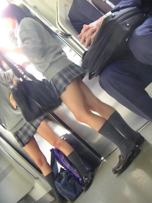 ムチムチした女子校生街撮りエロ画像07