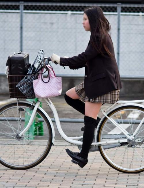 ニーソックスの女子校生のエロ画像07