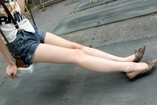 素脚がたまらないエロ画像03