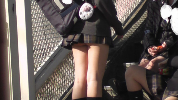 女子校生のパンチラ街撮りエロ画像08