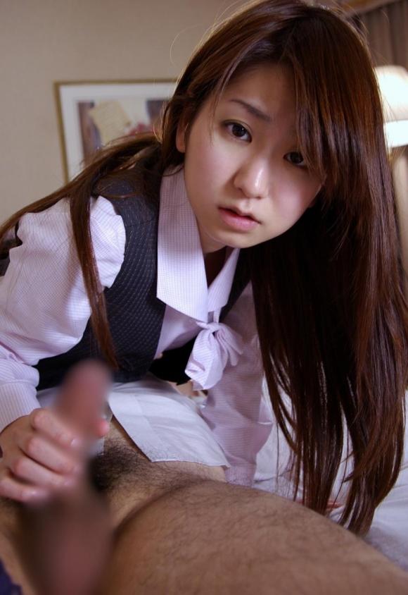 シコシコしてる手コキ女子エロ画像06