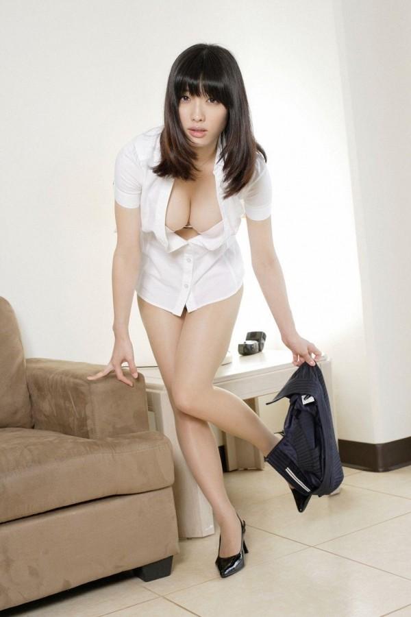 人気急上昇中の今野杏南ちゃんのエロ画像09