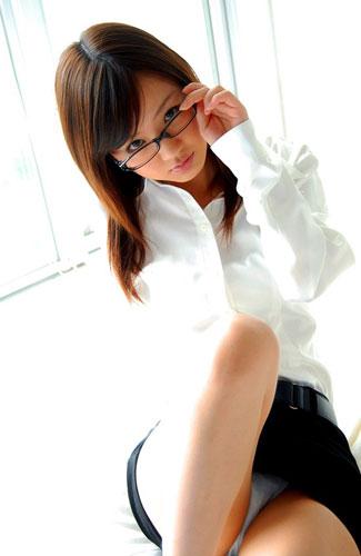 メガネを掛けると可愛くて超真面目に見えるエロ画像19