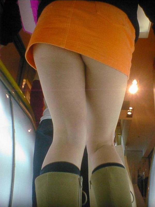 ミニスカを履いた綺麗な女性のエロ画像19