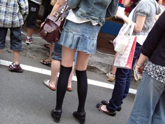 一級品の太もも美女の街撮りエロ画像04