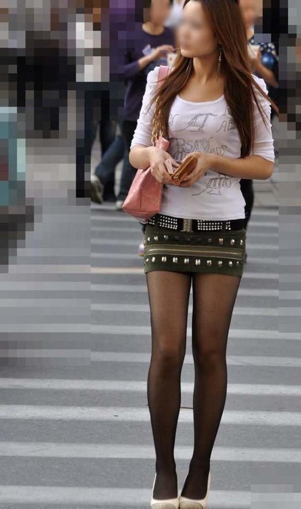 ミニスカを履いた綺麗な女性のエロ画像20